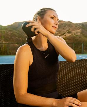 Maria Sharapova treating upper thigh