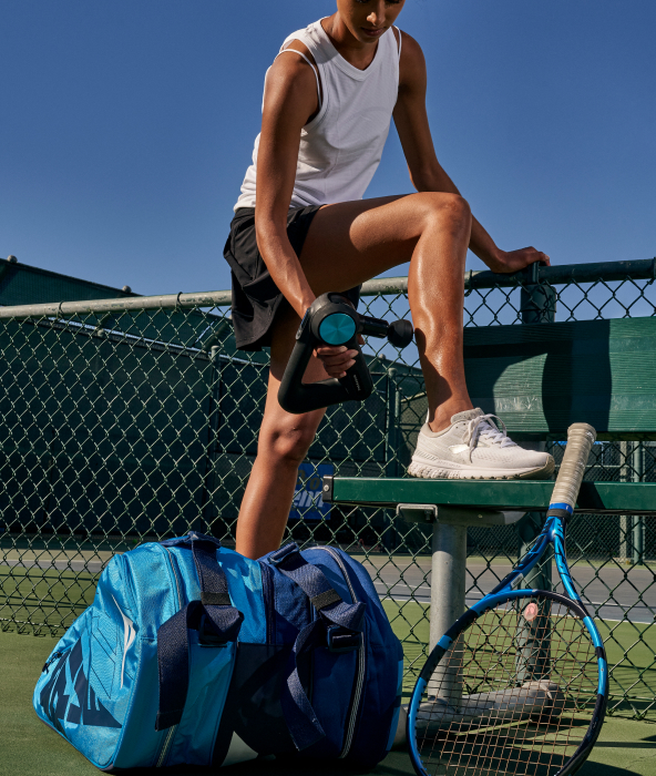 tennis player using theragun device