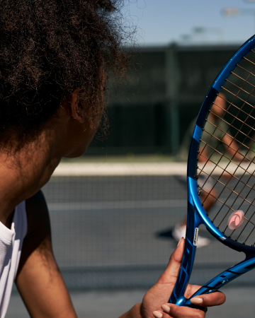 woma hitting tennis ball
