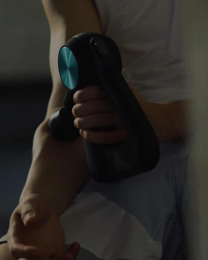 Tyler Herro using Theragun PRO device on upper arm