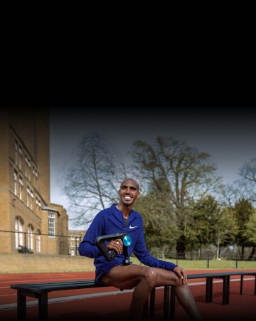 Sir Mo Farah using theragun device on leg