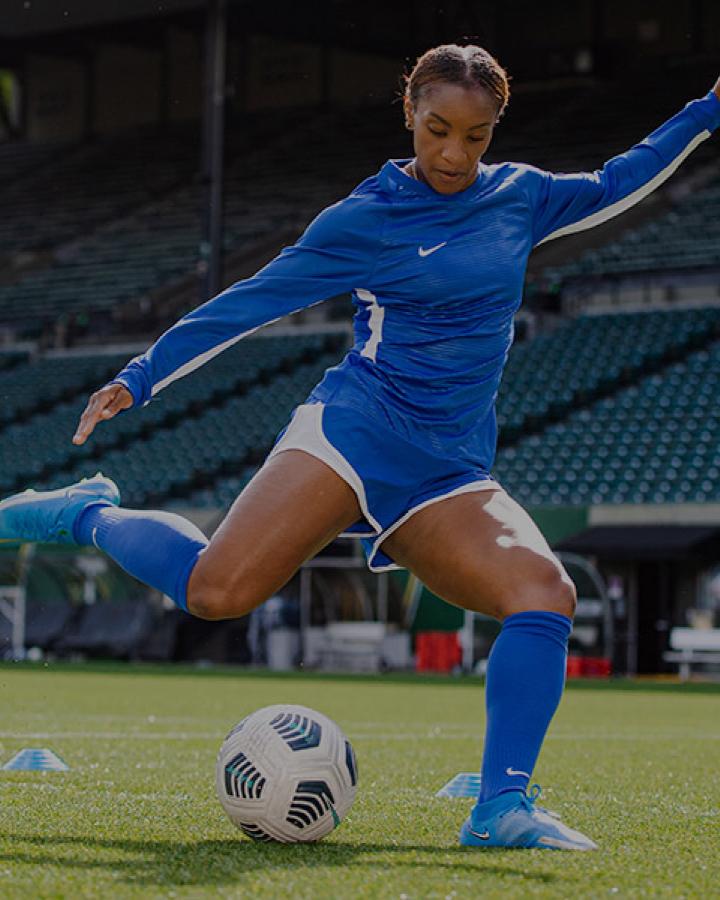 Crystal Dunn playing soccer
