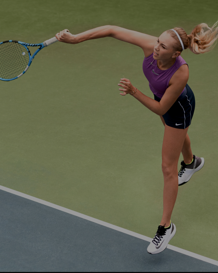 Amanda Anisimova playing tennis