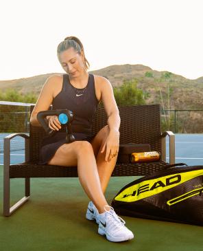 Maria Sharapova treating shoulder